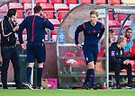 S&ouml;dert&auml;lje 2015-06-21 Fotboll Superettan Assyriska FF - J&ouml;nk&ouml;pings S&ouml;dra IF :  <br /> fj&auml;rdedomare Fredrik Hansson p&aring; v&auml;g att bytas in ist&auml;llet f&ouml;r domare Antti Kanerva under matchen mellan Assyriska FF och J&ouml;nk&ouml;pings S&ouml;dra IF <br /> (Foto: Kenta J&ouml;nsson) Nyckelord:  Assyriska AFF S&ouml;dert&auml;lje Fotbollsarena Superettan J&ouml;nk&ouml;ping S&ouml;dra J-S&ouml;dra domare referee ref skada skadan ont sm&auml;rta injury pain byte avbytare
