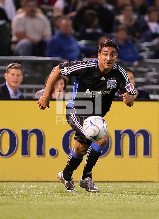 Arturo Alvarez drribles the ball. San Jose Earthquakes tied Los Angeles Galaxy 1-1 at the McAfee Colisum in Oakland, California on April 18, 2009.