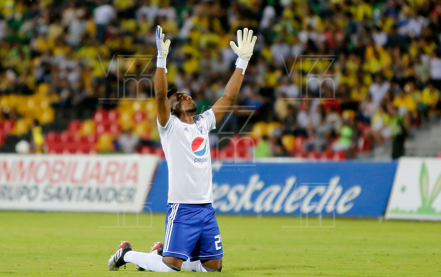 BUCARAMANGA - COLOMBIA, 27-07-2019: Jefferson Martinez arquero del Millonarios celebra el primer gol de su quipo durante partido por la fecha 3 de la Liga Águila II 2019 entre Atletico Bucaramanga y Millonarios jugado en el estadio Alfonso Lopez de la ciudad de Bucaramanga. / Jefferson Martinez goalkeeper of Millonarios celebrates the first goal of his team during match for the date 3 of the Liga Aguila II 2019 between Atletico Bucaramanga and Millonarios played at the Alfonso Lopez stadium of Bucaramanga city. Photo: VizzorImage / Oscar Martinez / Cont