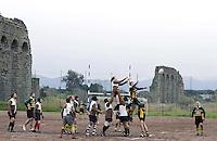 """Roma, 20 Marzo 2009.Quadraro, Cinecittà.Torneodi Rugby """" sei quartieri"""" sullo sfondo dell'acquedotto romano..Rome, 20 March 2009.Quadraro, Cinecittà.Rugby Tournament """"six districts"""" in the background of Roman aqueduct."""