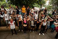 SÃO PAULO, SP, 22.03.2016 - PROTESTO-SP - Manifestantes secundaristas protestam contra o desvio do dinheiro da merenda escolar na rede publica estadual e ocupam a sede da diretoria da educação Centro Oeste na escola Godofredo Furtado nesta terça-feira 22. (Foto: Gabriel Soares/Brazil Photo Press)