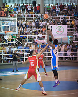SAN ANDRES - COLOMBIA. 29-11-2018:Acción de juego entre los equipos  Islands Warriors de San Andrés Islas y Titanes de Barranquilla  durante la final de la Liga Profesional de Baloncesto 2018 de Colombia  quinto partido de la serie final entre Islands Warrios de San Andrés y Titanes de Barranquilla disputado en el coliseo Genny Bay de San Andrés Islas. Titanes ganaron como visitantes por marcador de 74-79 en estra tiempo. / Action game between Island Warriors and Titanes of Barranquilla during match Professional League of Basketball 2018 of Colombia after fifth match of the final serie between Islands Warriors of San Andres and Titanes of Barranquilla played at Genny Bay coliseum in San Andres island. Titanes won as a visitant by score of 74-79 in extra time. Photo: VizzorImage / John Hudson / Cont