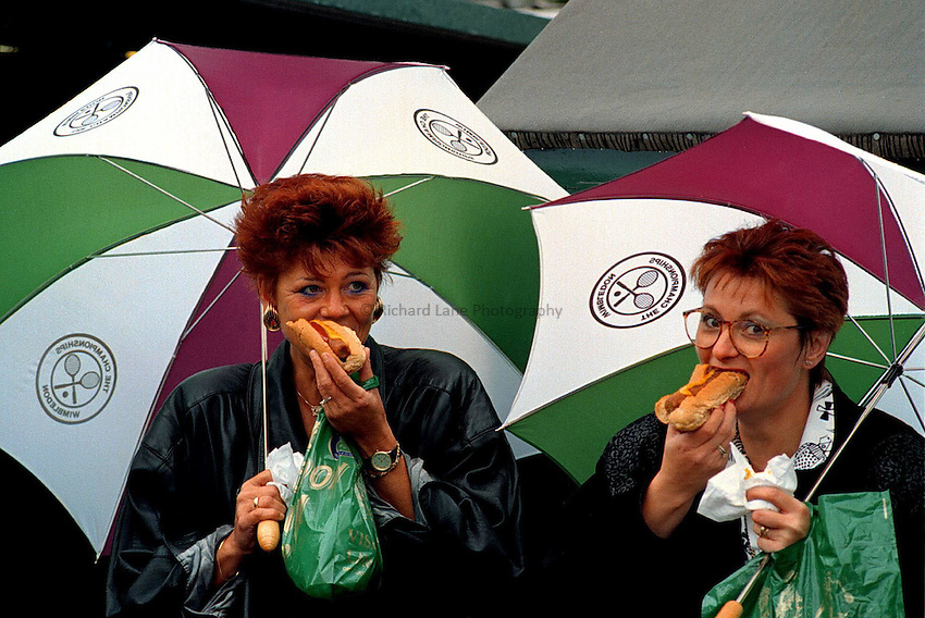 Photo. Steve Holland.Wimbledon Championship, London. 1990.Rain stops play