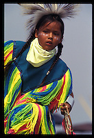 Nativo Americano LAKOTA SIOUX con il costume tradizionale.LAKOTA SIOUX native American wearing traditional clothing