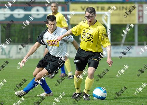 2008-04-20 / Voetbal / K.F.C. Verbroedering Meerhout - K.F.C. Lille /  Ozcan Yusuf van Meerhout in de rug van Lander Maeninckx van Lille..Foto: Maarten Straetemans (SMB)