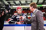 S&ouml;dert&auml;lje 2013-12-12 Ishockey Hockeyallsvenskan S&ouml;dert&auml;lje SK - Mora IK :  <br /> S&ouml;dert&auml;lje 10 Damien Fleury intervjuas i periodpaus av Viasat Sport Niklas Jihde<br /> (Foto: Kenta J&ouml;nsson) Nyckelord: