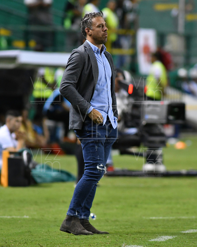 PALMIRA - COLOMBIA, 04-04-2019: Lucas Pusineri técnico del Cali gesticula durante partido por la primera ronda de la Copa CONMEBOL Sudamericana 2019 entre Deportivo Cali de Colombia y Club Guaraní de Paraguay jugado en el estadio Deportivo Cali de la ciudad de Palmira. / Lucas Pusineri coach of Cali gestures during match for the first round as part Copa CONMEBOL Sudamericana 2019 between Deportivo Cali of Colombia and Club Guarani of Paraguay played at Deportivo Cali stadium in Palmira city.  Photo: VizzorImage / Nelson Rios / Cont
