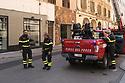 12 aprile 2020, Sassari, via Brigata Sassari. Pasqua di Resurrezione. I Vigili del Fuoco durante un intervento.