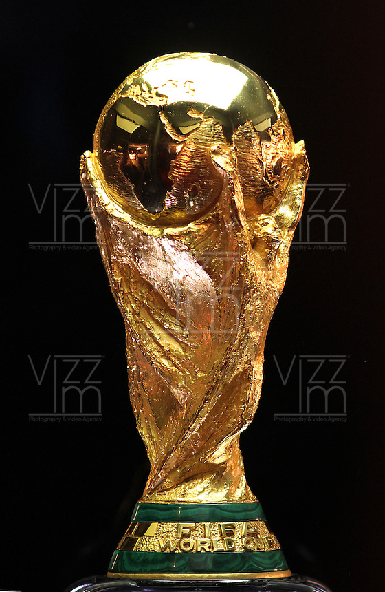 BOGOTA -COLOMBIA. 29-01-2014. Trofeo de la Copa Mundo de tour por el mundo ,estadio El Campin.The World Cup trophy to tour the world. El Campin Satdium Photo: VizzorImage/ Felipe Caicedo / Staff