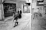 Shatila, UNRWA camp. The streets of the camp. A boy is going to school.<br />  <br /> Chatila, camp de l'UNRWA. Dans les rues du camp. Un &eacute;colier va en cours.