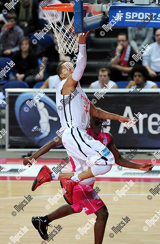 2011-10-25 / Basketbal / seizoen 2011-2012 / Antwerp Giants - Pepinster / Timothy Black (Giants) met een lay-up..Foto: Mpics