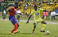 FLORIDABLANCA -COLOMBIA, 09-07-2016. Acción de juego entre el Bucaramanga  y el  Pasto durante encuentro  por la fecha 4 de la Liga Aguila II 2016 disputado en el estadio Alvaro Gómez Hurtado./ Action game between Bucaramanga and  Pasto  during match for the date 4 of the Aguila League II 2016 played at Alvaro Gomez Hurtado stadium . Photo:VizzorImage / Duncan Bustamante / Contribuidor