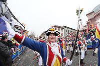 Mainzer Ranzengarde hat Blumen statt Musketen - Rosenmontagsumzug in Mainz