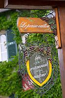 Bar restaurant Le Pousse Caillou. Sancerre, Loire, France