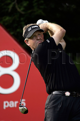 15 September 2006: Scottish golfer Colin Montgomerie (SCOT) looks into the distance after playing a driver from the 18th tee during his 2nd round match on the 2nd day of the HSBC World Match Play Championship played on the West Course, Wentworth. Photo: Neil Tingle/Action Plus..060915 golf golfer golfers