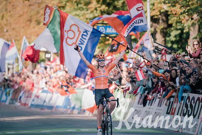 Anna van der Breggen (NED) wins after a long solo move at UCI Road World Championships 2018 - Elite Women's Road Race<br /> <br /> WOMEN ELITE ROAD RACE<br /> Kufstein to Innsbruck: 156.2 km<br /> <br /> UCI 2018 Road World Championships<br /> Innsbruck - Tirol / Austria