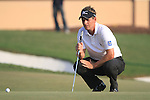 Luke Donald lines up his putt on the 18th green during the Final Day of the Dubai World Championship, Earth Course, Jumeirah Golf Estates, Dubai, 28th November 2010..(Picture Eoin Clarke/www.golffile.ie)