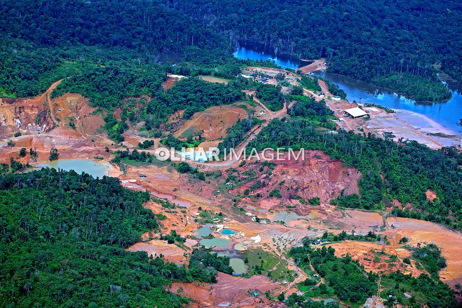 Desmatamento na Floresta Amazonica, garimpo do Lourenço. Calçoene. Amapa. 2012. Foto de Rogerio Reis.