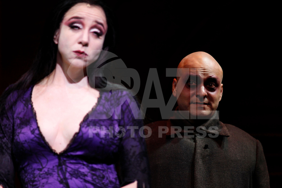 SAO PAULO, SP, 27 DE FEVEREIRO 2012 -PASSEGEM DE CENA FAMILIA ADDAMS  - Passagem de cena do espetáculo A Familia Addams, no Teatro Abril na manha desta segunda-feira, 27. (FOTO: WILLIAM VOLCOV  / BRAZIL PHOTO PRESS).
