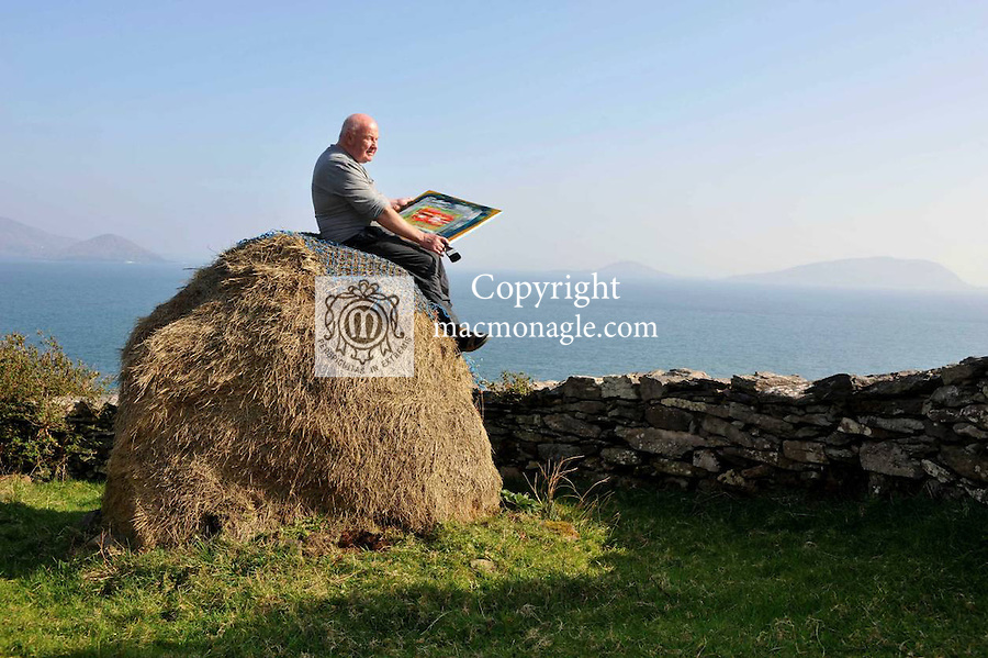 Artist Jerry Cahir painting at Cill Riallaigh, County Kerry in glorious sunshine on Tuesday..Picture by Don MacMonagle.Story Majella O'Sullivan  .