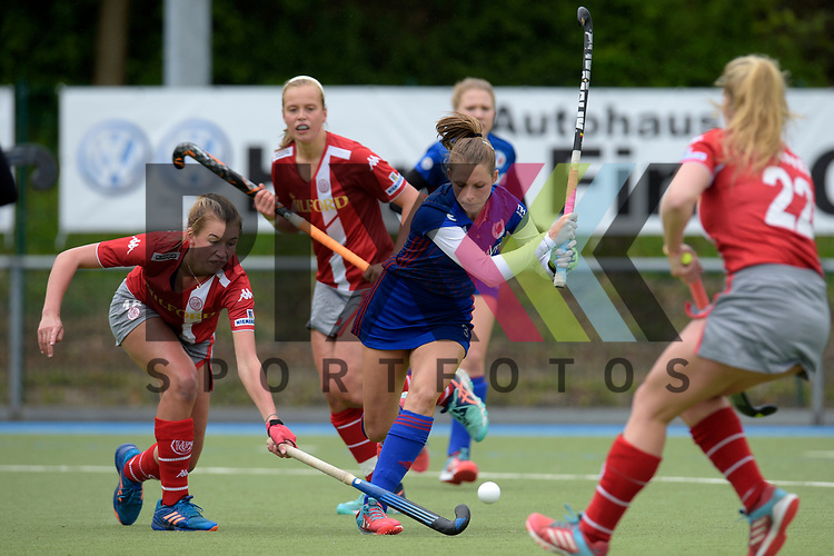 GER - Mannheim, Germany, April 22: During the German Hockey Bundesliga women match between Mannheimer HC (blue) and Club an der Alster (red) on April 22, 2017 at Am Neckarkanal in Mannheim, Germany. Final score 1-1 (HT 1-0).  Hanna Granitzki #18 of Club an der Alster, Cecile Pieper #3 of Mannheimer HC<br /> <br /> Foto &copy; PIX-Sportfotos *** Foto ist honorarpflichtig! *** Auf Anfrage in hoeherer Qualitaet/Aufloesung. Belegexemplar erbeten. Veroeffentlichung ausschliesslich fuer journalistisch-publizistische Zwecke. For editorial use only.