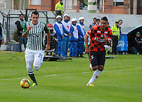 TUNJA -COLOMBIA, 18-05-2013. Jeison Gordillo Vargas (D) del Chicó disputa el balón con Alejandro Bernal (I) del Nacional durante partido de la fecha 16 Liga Postobón 2013-1 realizado en el estadio La Independencia en Tunja./ Jeison Gordillo Vargas (R) of Chico fights for the ball with Nacional player Alejandro Bernal (L) during match of the 16th date of Postobon League 2013-1 at La Independencia stadium in Tunja. Photo: VizzorImage/Jose Palencia/STR