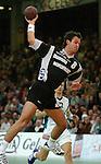 Handball Herren, 1.Bundesliga 2003/2004 Goeppingen (Germany) FrischAuf! Goeppingen - Wilhelmshavener HV (25:27) Thomas Schlich (WHV) beim Sprungwurf