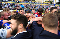 The Bath Rugby squad celebrate the win after the match. Aviva Premiership match, between Bath Rugby and Newcastle Falcons on September 10, 2016 at the Recreation Ground in Bath, England. Photo by: Patrick Khachfe / Onside Images