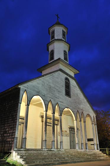 Iglesia de Dalcahue / Chiloé / Chile.<br /> <br /> Edición de 25   Víctor Santamaría.