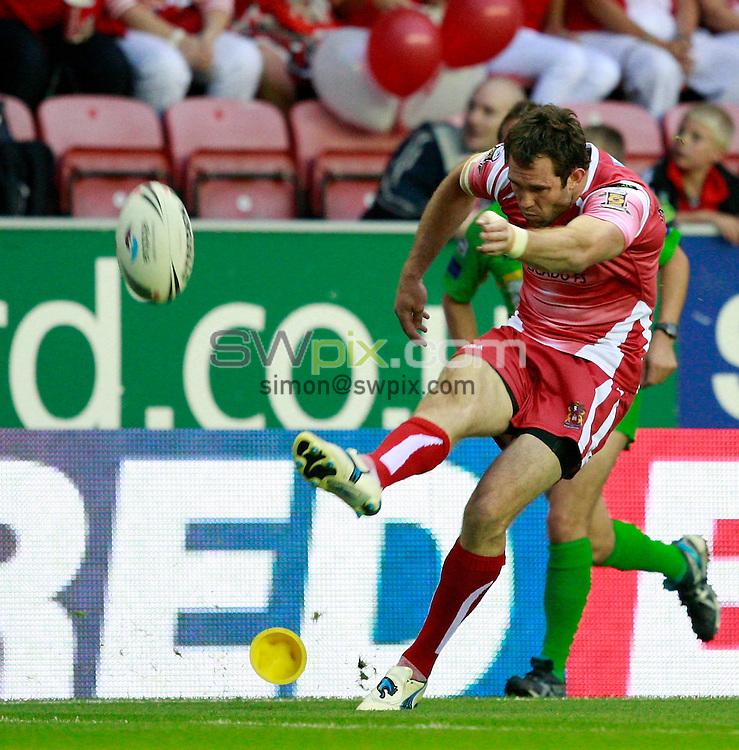 PICTURE BY CHRIS MANGNALL /SWPIX.COM...Rugby League - Super League  - Wigan Warriors v Bradford bulls - DW Stadium, Wigan, England  - 19/08/11... Wigan's  Pat Richards converts