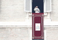 Papa Francesco recita l'Angelus affacciato su piazza San Pietro dalla finestra del suo studio. Citta' del Vaticano, 26 dicembre, 2017.<br /> Pope Francis recites the Angelus noon prayer from the window of his studio overlooking St. Peter's Square, at the Vatican, on December 26, 2017.<br /> UPDATE IMAGES PRESS/Isabella Bonotto<br /> STRICTLY ONLY FOR EDITORIAL USE