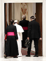 Papa Francesco lascia l'Aula Paolo VI al termine di un'udienza speciale per i membri della Conferenza Episcopale italiana, CEI. Citt&agrave; del Vaticano, 5 gennaio 2017.<br /> Pope Francis leaves at the end of a special audience with members of the Italian Episcopal Conference, CEI, in Paul VI Hall at the Vatican, on January 5, 2017.<br /> UPDATE IMAGES PRESS/Isabella Bonotto<br /> <br /> STRICTLY ONLY FOR EDITORIAL USE