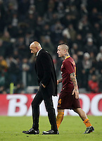 Calcio, Serie A: Juventus vs Roma. Torino, Juventus Stadium,17 dicembre 2016. <br /> Roma's coach Luciano Spalletti and Radja Nainggolan leave the pitch at the end of the Italian Serie A football match between Juventus and Roma at Turin's Juventus Stadium, 17 December 2016. Juventus won 1-0.<br /> UPDATE IMAGES PRESS/Isabella Bonotto