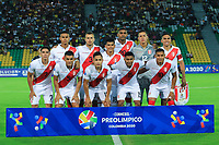 ARMENIA, COLOMBIA - JANUARY 19:  Players of Peru pose prior the CONMEBOL Pre-Olympic soccer game against Brazil at the Centanario Stadium on January 19, 2020 in Armenia, Colombia. (Photo by Daniel Munoz/VIEW press/Getty Images)