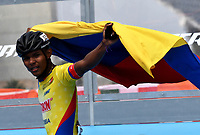 BARCELONA - ESPAÑA,  07-07-2019: Salomón Carballo, patinador de Colombia, celebra la victoria con la bandera d su pais, durante la prueba de 200 Metros Meta Contra Meta, Juvenil Varones, en el patinodromo Front Maritim en la ciudad de Barcelona en España, en el marco de los World Roller Games, Barcelona 2019. / Salomon Carballo, skater from Colombia, celebrates the victory with the flag of his country, during the 200 Dual TT, Junior Men, in the Front Maritim skate in the city of Barcelona in Spain, within the World Rollers Games Barcelona 2019. / Photo: VizzorImage / Luis Ramírez / Staff.