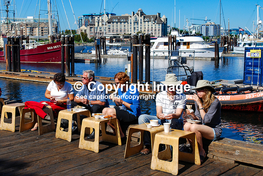 Lunch, alfresco, tourists, visitors, Victoria, British Columbia, Canada, downtown, harbour, flowers, boats, yachts, 200809101261..Copyright Image from Victor Patterson, 54 Dorchester Park, Belfast, N Ireland, BT9 6RJ...Tel: +44 28 9066 1296.Mob: +44 7802 353836.Email: victorpatterson@mac.com..IMPORTANT: Go to www.victorpatterson.com and click on Terms & Conditions
