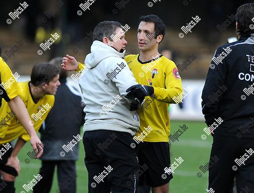 11-12-11 / Voetbal / seizoen 2011-2012 / Berchem Sport - Tempo Overijse / Murat Kocak (Berchem) viert de overwinning..Foto: Mpics.be