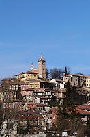 - Monforte d'Alba village in Langhe hills ....- il paese Monforte d'Alba nelle colline delle langhe