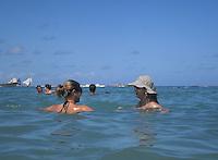 PORTO DE GALINHAS, PE, 04.01.2014 - CLIMA TEMPO / PORTO DE GALINHAS - As piscinas naturais são uma das principais atrações de Porto de Galinhas. Na maré baixa, o local é muito freqüentado por banhistas. Essas formações naturais contam com, ótima localização e acesso fácil;- águas mornas, limpas e calmas;- passeios de jangada; onde você pode divertir juntos a uma grande variedade de peixinhos coloridos.  (Foto: Antonio Ledes / Brazil Photo Press).