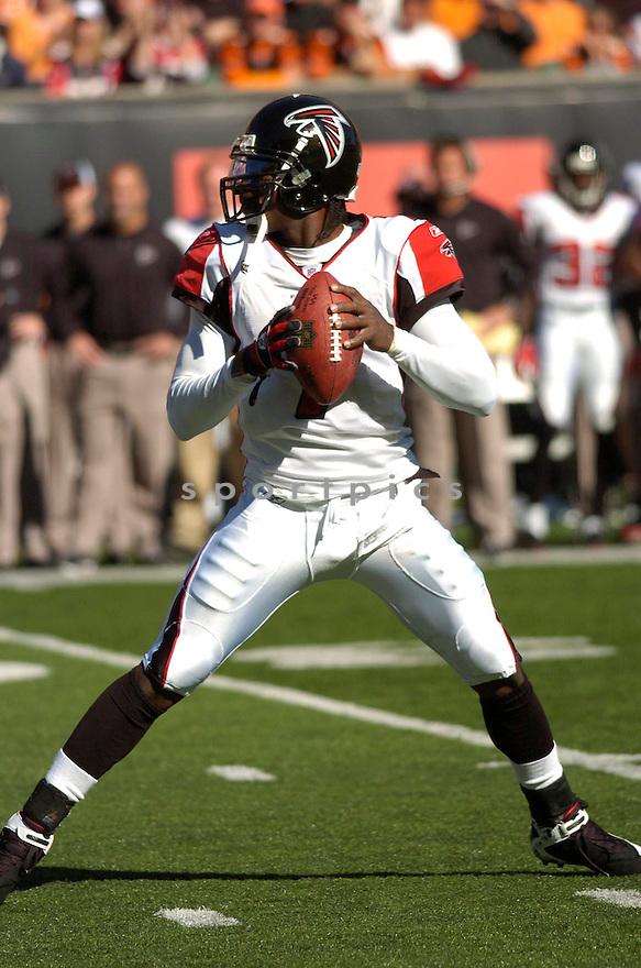 MICHAEL VICK, of the Atlanta Falcons in action against the Cincinnati Bengals on October 29, 2006 in Cincinnati, OH...Falcons win 29-27..Chris Bernacchi/ SportPics