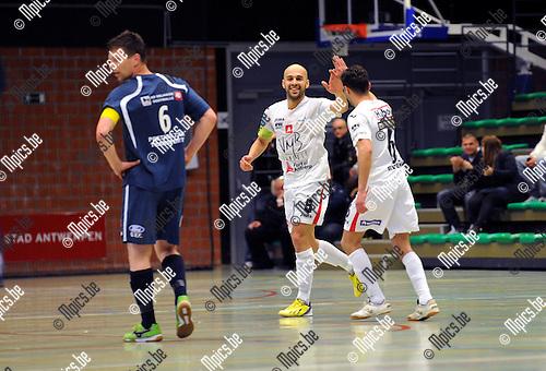 2013-05-10 / Futsal / seizoen 2012-2013 / Antwerpen - Malle / Sababti (l.) en Ajouaou vieren één van de doelpunten..Foto: Mpics.be