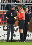 30.11.2019,  GER; 2. FBL, FC St. Pauli vs Hannover 96 ,DFL REGULATIONS PROHIBIT ANY USE OF PHOTOGRAPHS AS IMAGE SEQUENCES AND/OR QUASI-VIDEO, im Bild Matthias Hain (Torwarttrainer Pauli) bekommt von Schiedsrichter Robert Hartmann (Wangen) die gelbe Karte Foto © nordphoto / Witke *** Local Caption ***