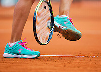 France, Paris , May 26, 2015, Tennis, Roland Garros, racket hits clay out of shoe<br /> Photo: Tennisimages/Henk Koster