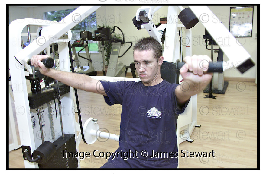 16th October 2000    Copyright Pic : James Stewart.File Name : stewart16-stephen hendry.STEPHEN HENDRY WORKS OUT IN THE FITNESS SUITE AT GLENEAGLES HOTEL.....Payments to :-.James Stewart Photo Agency, Stewart House, Stewart Road, Falkirk. FK2 7AS      Vat Reg No. 607 6932 25.Office : 01324 630007        Mobile : 07721 416997.E-Mail : jim@jspa.co.uk.If you require further information then contact Jim Stewart on any of the numbers above.........