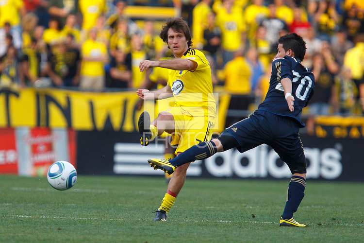 24 OCTOBER 2010:  Columbus Crew midfielder/forward Guillermo Barros Schelotto (7) and Philadelphia Union midfielder Roger Torres (20) during MLS soccer game at Crew Stadium in Columbus, Ohio on August 28, 2010.