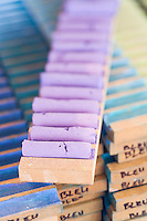 Europe/France/Midi-Pyrénées/81/Tarn/ Graulhet: Séchage des crayons de pastel tendre chez  L'Artisan Pastellier  dans son atelier du:Pays de Cocagne
