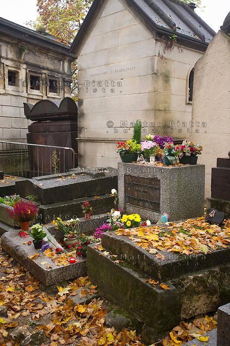 Parigi nella foto la tomba di Jim Morrison nel cimitero di P&egrave;re Lachaise geografico Parigi 05/11/2016 foto Matteo Biatta<br /> <br /> Paris in the picture Jim Morrison's tomb in the P&egrave;re Lachaise cimitery geographic Paris 05/11/2016 photo by Matteo Biatta