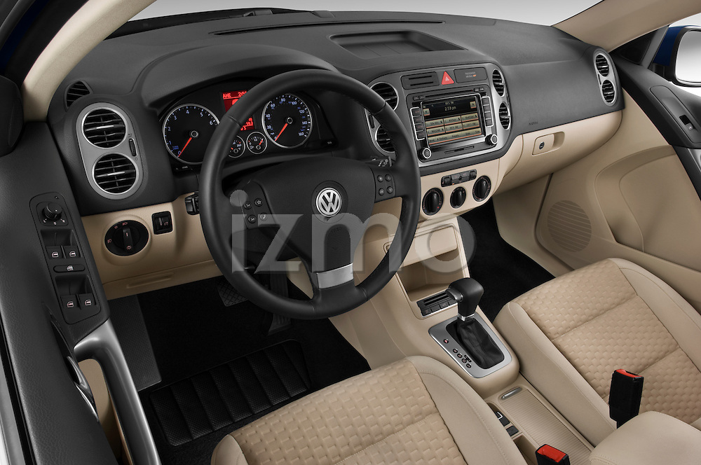 High angle dashboard view of a 2009 Volkswagen Tiguan SEL