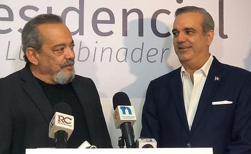 Alfonso Rodriguez junto a Luis Abinader