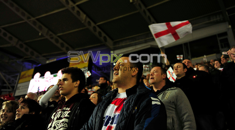 PICTURE BY SIMON WILKINSON/SWPIX.COM - Rugby League - Gillette 4 Nations 2011 - England v New Zealand - KC Stadium, Hull, England - 12/11/11 - fans, supporters sing anthem